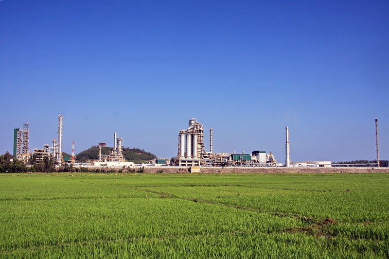 "Dung Quat Oil Refinery has achieved the Top 10 of "" Friendly Green Plants"""