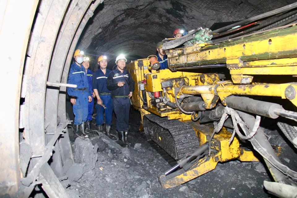 Xây lắp mỏ - TKV duy trì tiến độ thi công các gương lò cơ giới hóa
