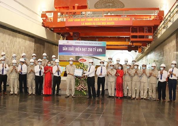 Thủy điện Hòa Bình đạt mốc sản lượng 250 tỷ kWh