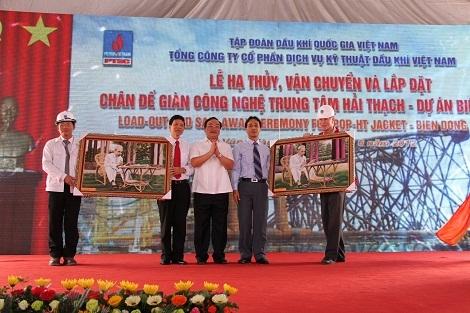 PVN hạ thủy và lắp đặt chân đế cho giàn công nghệ Trung tâm Hải Thạch