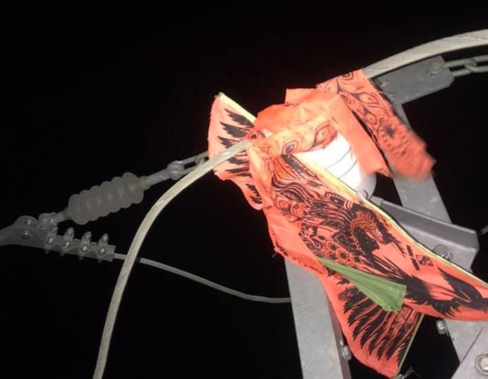 EVNHANOI khuyến cáo người dân không thả diều gần hành lang an toàn lưới điện