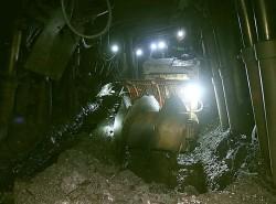 Than Nam Mẫu chế tạo thành công máy xúc than gầu xoắn trong lò chợ dốc