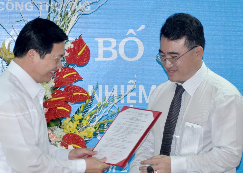 Bộ trưởng Vũ Huy Hoàng trao quyết định bổ nhiệm Tổng Cục trưởng Tổng cục Năng lượng cho ông Đặng Huy Cường