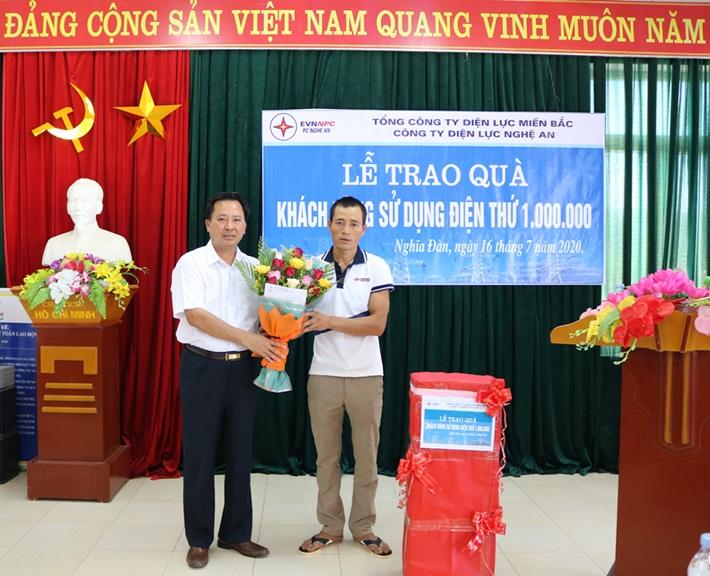 PC Nghệ An đạt mốc khách hàng dùng điện thứ 1 triệu