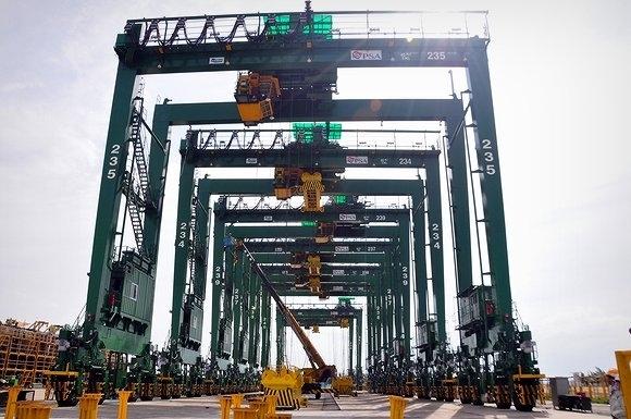 Doosan Vina chế tạo cẩu trục bánh lốp RTGC cho cảng Đà Nẵng