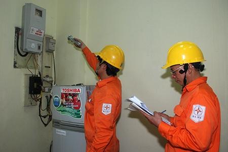 """""""Hóa đơn điện tăng, giảm là do nhu cầu sử dụng của khách hàng"""""""