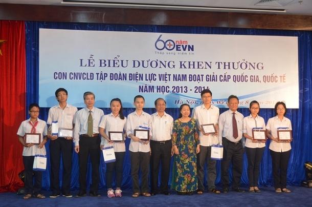 Biểu dương con CBCNV EVN là học sinh giỏi năm học 2013 - 2014