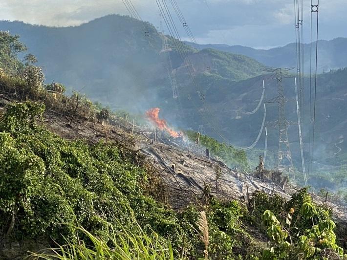 Cháy rừng gây sự cố nghiêm trọng đường dây 500 kV Dốc Sỏi - Pleiku 2