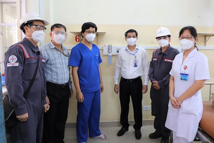 Đảng ủy khối cơ sở Bộ Công Thương bàn giao công trình hệ thống cấp oxy cho BV Bệnh nhiệt đới