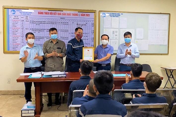 Than Hạ Long - TKV khen thưởng danh hiệu 'Người thợ mỏ - Người chiến sỹ' tháng 7