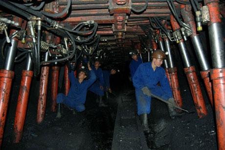 Nâng mức bồi dưỡng người lao động khai thác khoáng sản trong hầm lò