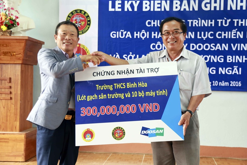 Doosan Vina continues doing charity activities in Quang Ngai province