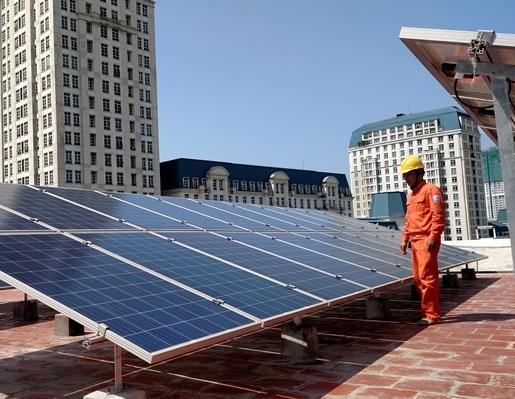 Thị trường lắp đặt điện mặt trời mái nhà tại Hà Nội đang sôi động