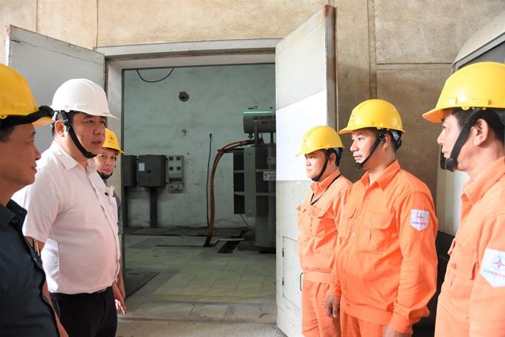 Sẵn sàng cấp điện cho Đại hội Đảng bộ TP. Hà Nội (lần thứ XVII)