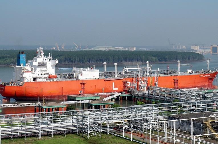 Kho cảng PV GAS Vũng Tàu tiếp nhận chuyến tàu LPG thứ 100