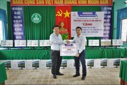 Tổng giám đốc EVNNPT trao quà nhân Tháng tri ân khách hàng