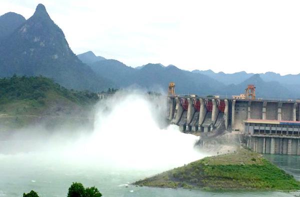 Thủy điện Tuyên Quang xả đáy ứng phó mực nước dâng cao