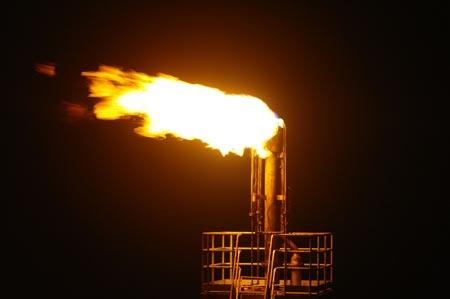 Khai thác dòng dầu đầu tiên từ mỏ Dừa